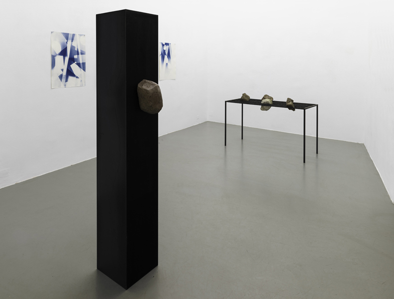 Monolith, Stein-Tisch, Wiener Blau